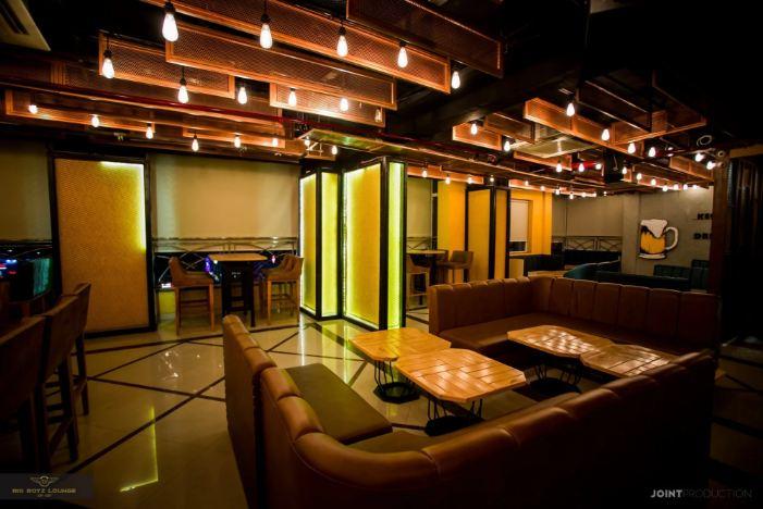 interior-of-big-boyz-lounge