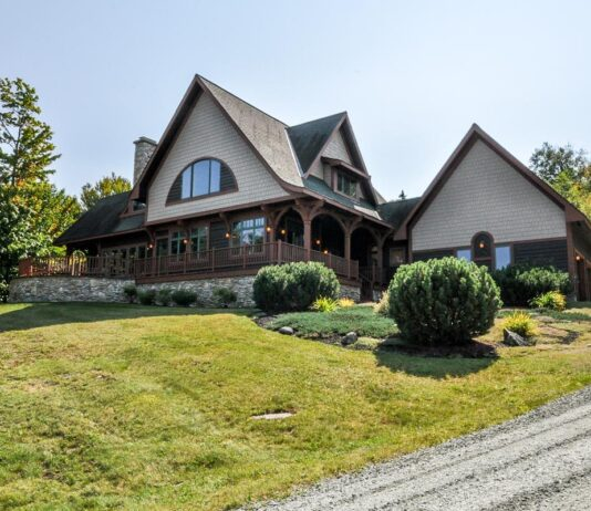 House For Sale In Maple