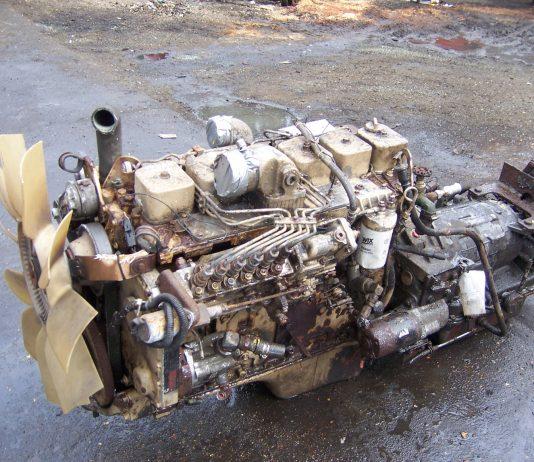5.9 Cummins Truck Engine